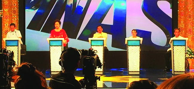 FACE TO FACE. Presidential candidates Jejomar Binay, Miriam Defensor Santiago, Rodrigo Duterte, Grace Poe, and Manuel Roxas II face each other at the Capitol University mini-theater here yesterday afternoon. (photo by Cong B. Corrales)