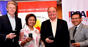From L-R Globe Senior Advisor for Enterprise and IT-Enabled Services Group Mike Frausing, CanCham Executive Director Cora de la Cruz, CanCham President Julian Payne, and IBPAP Chairman of the Board of Trustees Danilo Reyes hold up their mobile phones to recognize how Globe Telecom provides connectivity to the event.