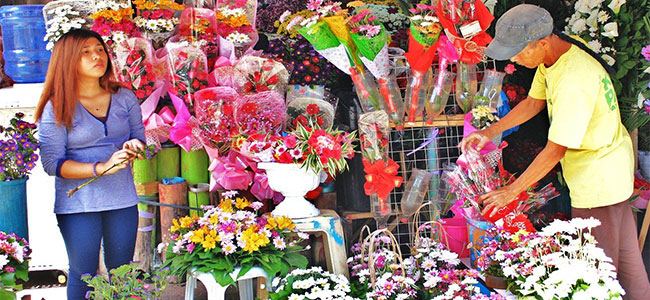 READY FOR VALENTINE'S. Vendors near the St. Augustine Cathedral prepare flowers as they expect a rise in demand in time for Valentine's Day. (PHOTO BY NITZ ARANCON)
