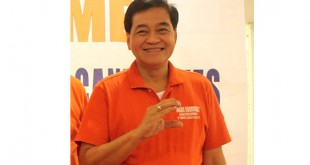 FROM 'C' TO 'L.' Abante Mindanao Rep. Maximo Rodriguez, the congressman-elect of Cagayan de Oro's 2nd District, flashes his brother Rufus's Centrist Democractic Party sign during the election period. Rodriguez has joined and taken his oath as a member of PDP-Laban, the party of the next President, Davao Mayor Rodrigo Duterte. (PHOTO BY LITO RULONA)